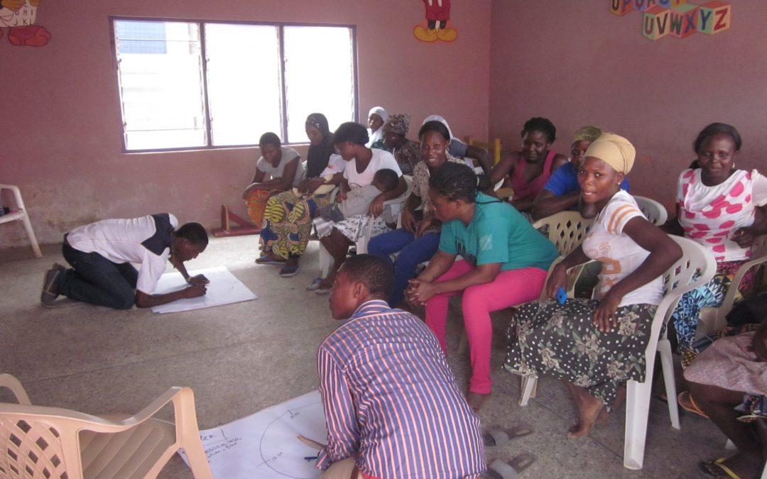 Comienza la exposición fotográfica itinerante 'Nire kioskoa, nire etxea' dentro de nuestro proyecto de Ghana